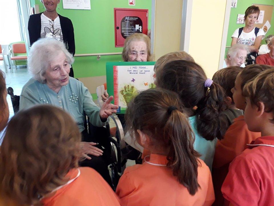 La visita della scuola dell'Infanzia di Parabiago agli Ospiti di Rsa Leopardi