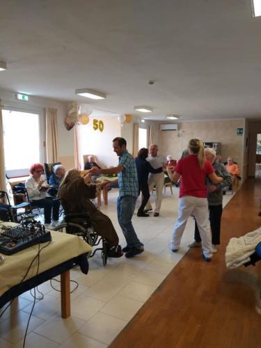 Balli e Canti Nozze d'Oro presso Rsa Villa Angela