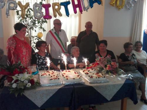 compleanni-rsa-villa-angela-con-sindaco (1)