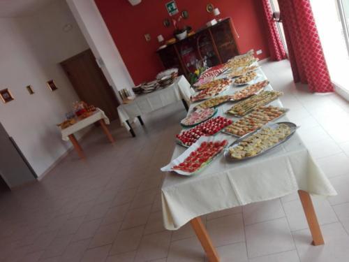 tavola-imbandita-rsa-villa-angela